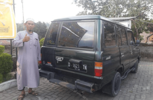 Zaenal Mutakqiin, a participant in Promise Impact with his new van