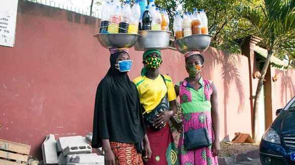 Women-selling-medicine-Abidjan-767x431